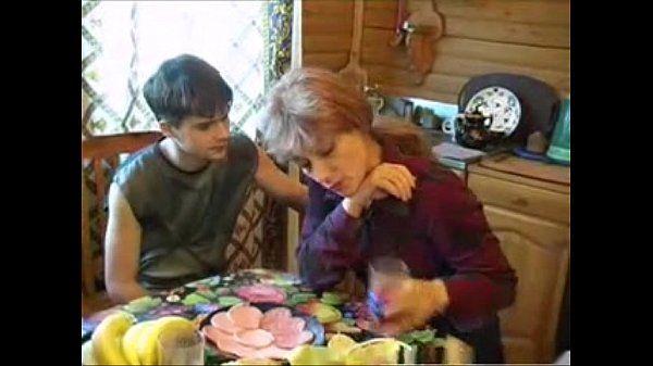 Consolou A Mãe Carente Com Carinho E Rola